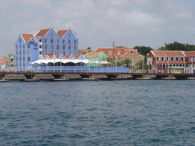 balada de um banco de jardim os azeitonas : balada de um banco de jardim os azeitonas:Curaçao, um pedaço da Holanda no Caribe