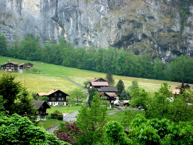 Lauterbrunnen e seus paredões de pedra