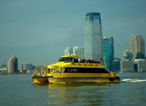 Táxis amarelos até no rio Hudson!