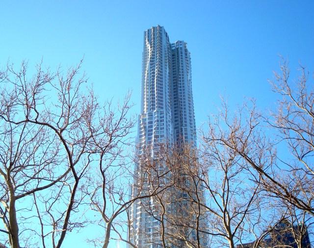 Mais um entorno com prédios altíssimos e nada discretos