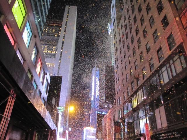 Virada do ano e chuva de papel ao som de Sinatra - emocionante!