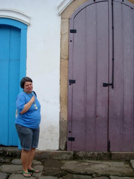 Sylvia, guia turística, e os altares de Paraty