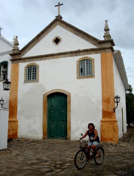 Igreja de Nossa Senhora do Rosário e São Benedito - destinada aos negros