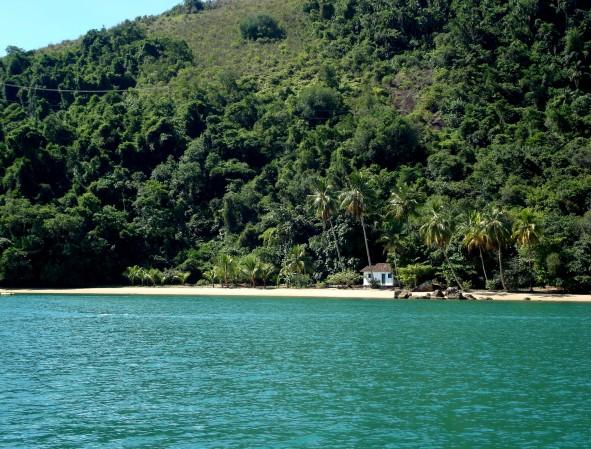 Uma praia deserta e uma casinha: sonho