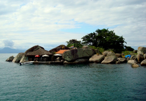 A pequena e rochosa Ilha do Catimbau