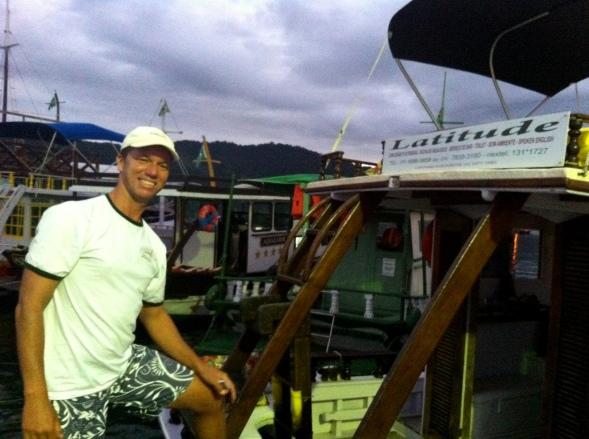 André e seu barco Latitude