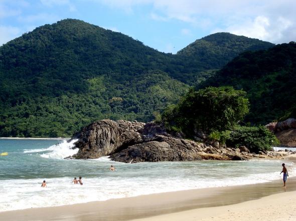 Praia do Meio - ao fundo, Praia do Cachadaço
