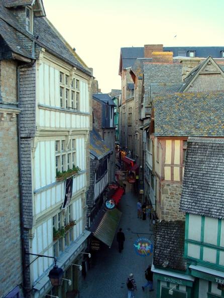 Vista da Grand Rue, a rua principal