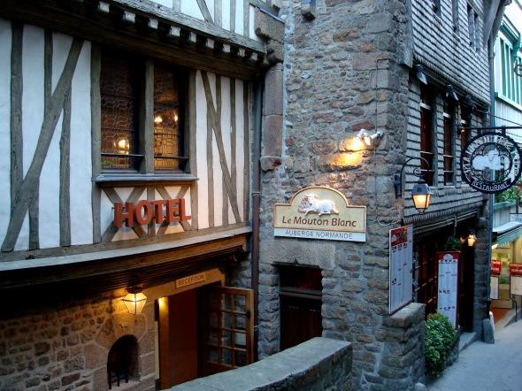 Fachada do Hotel Le Mouton Blanc