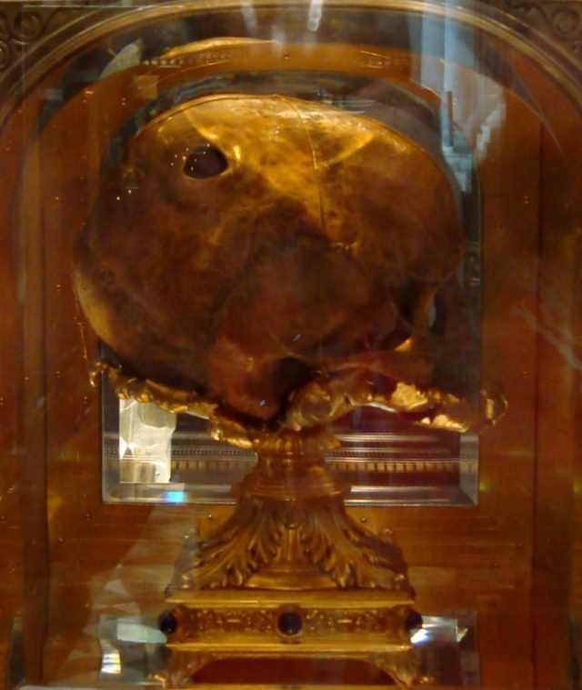 Crânio perfurado de St.Aubert - relíquia de Avranches
