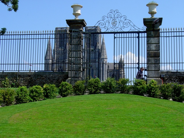Jardin des Plantes, com catedral ao fundo