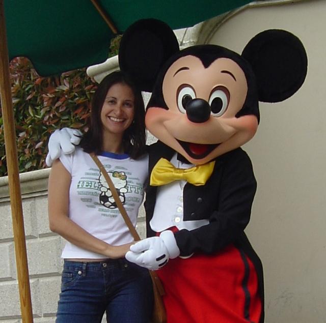 Com Mickey - única adulta da fila!