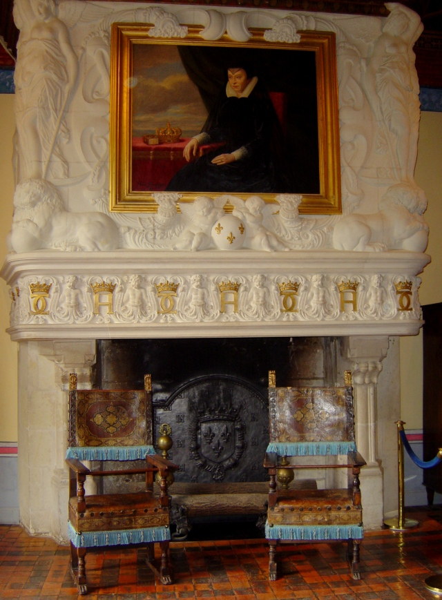 O Quarto de Diane de Poitiers, com um retrato de Catarina de Médici sobre a lareira