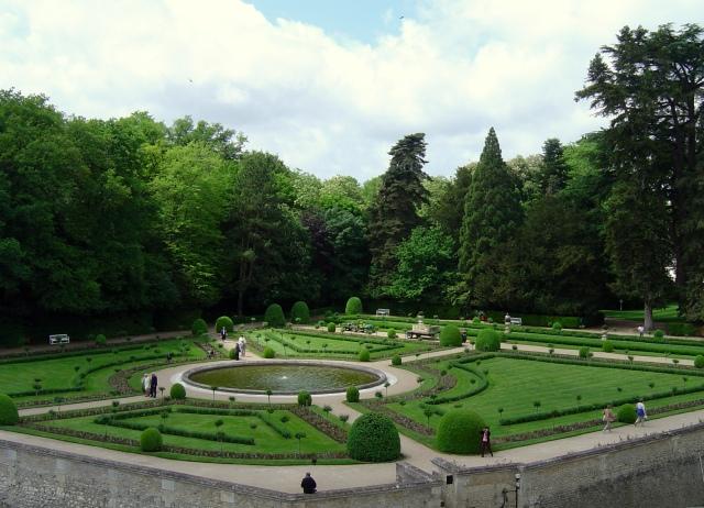 O jardim intimista de Catarina de Médici, visto de dentro do castelo