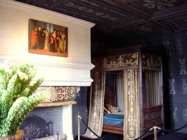 O quarto preto e tétrico da Rainha Branca, Louise de Lorraine - a cor do luto real era o branco
