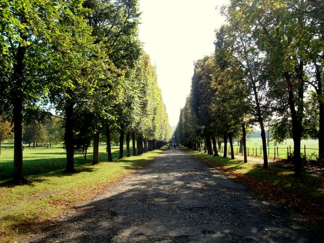 Caminho que leva ao Domaine, pela Porte St Antoine