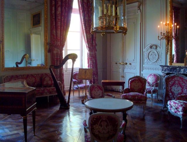 Uma das salas elegantes do Petit Trianon