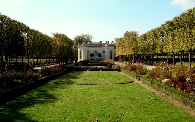 Jardim Francês, com Pavilhão Francês ao fundo