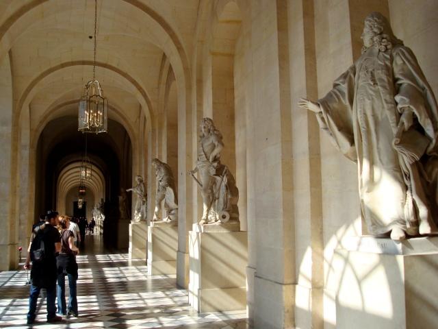 Um dos corredores do château