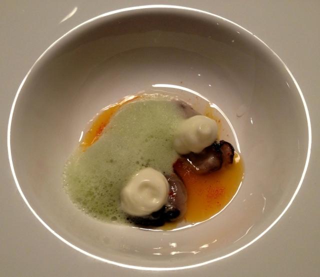 Ostras com espuma de azeite de oliva e molho de bergamota