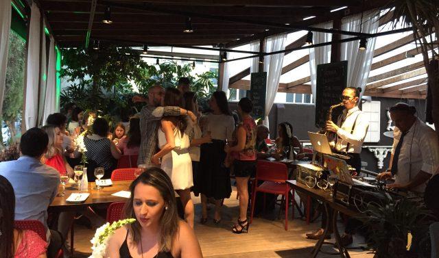 O Deck do Peppo é uma ótima opção para final de tarde em Porto Alegre